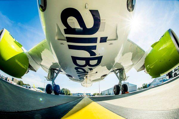 """""""airBaltic"""" sausį skraidino 20 proc. daugiau keleivių iš Lietuvos"""