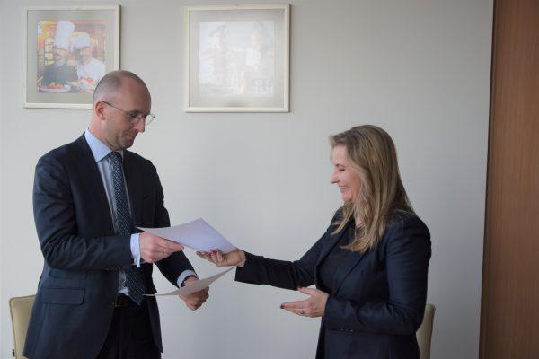 """""""PwC"""" pasirašė bendradarbiavimo sutartis su VU ir MRU, kompanija skirs 1000 eurų stipendiją studentams, geriausiai pasirodžiusiems inovatyviame projekte"""