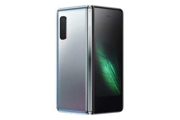 """""""Samsung"""" žengia į naują mobiliųjų erą: pristatė sulankstomą telefoną """"Galaxy Fold"""""""