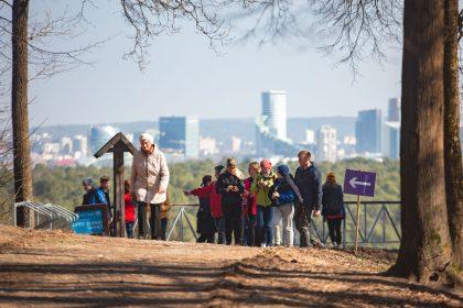 """Vilniuje debiutavo """"Laba Aviža"""" žygis: miesto gamtoje pramogavo virš tūkstančio pėsčiųjų"""