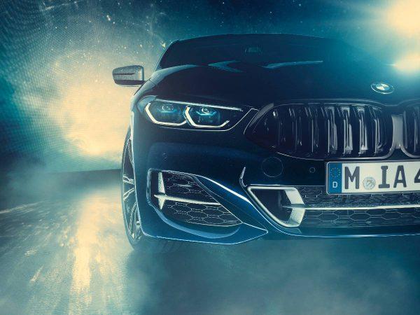 """BMW Ženevos parodoje: daugiau """"elektrinių"""" kilometrų ir dangus automobilyje"""
