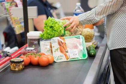 Tyrimas atskleidė priežastis, kodėl lietuviai raudoną mėsą vis dažniau keičia į paukštieną