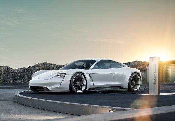 """Būsimų """"Porsche Taycan"""" pirkėjų skaičius jau pasiekė 20 000"""