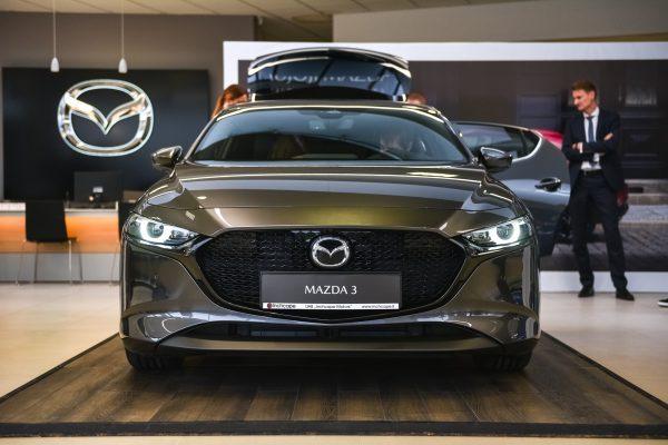 """Tikrasis pavasario pranašas: """"Mazda3"""" jau Lietuvoje"""