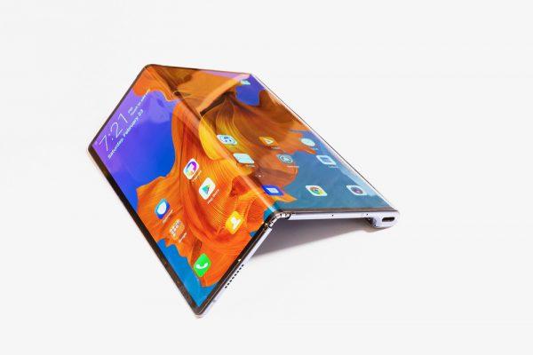 """""""Huawei"""" naujienoms – technologijų ekspertų įvertinimai"""