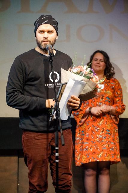 """Jubiliejiniame festivalyje """"Vaidiname žemdirbiams 2019"""" triumfavo jungtinis dviejų teatrų darbas"""