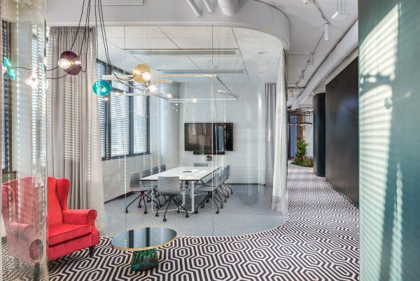 Susitikimų erdvės ofisuose beveik kasdien pasmerktos prastovoms