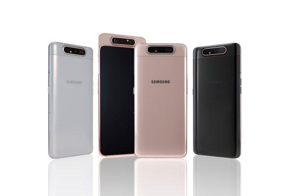 """""""Samsung"""" pristatė pirmąjį """"Galaxy"""" išmanųjį su besisukančia kamera"""