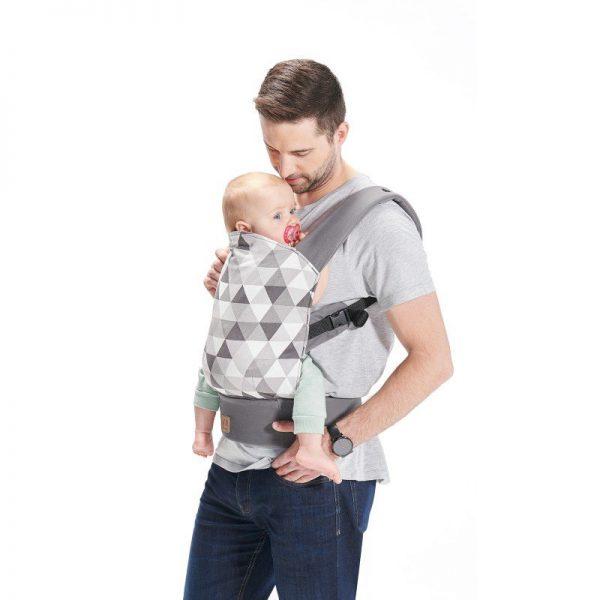 Lietuvoje populiarėja kūdikių nešioklės: tam įtaką daro laužomi stereotipai