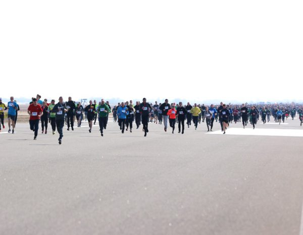 """Šiaulių """"Runway Run"""" – tūkstantinė dalyvių minia"""