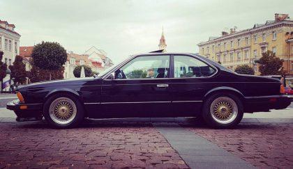 """Istorinė technika """"Auto Bazar 2019"""" – nuo šimtamečių modelių iki jaunystės prisiminimų"""