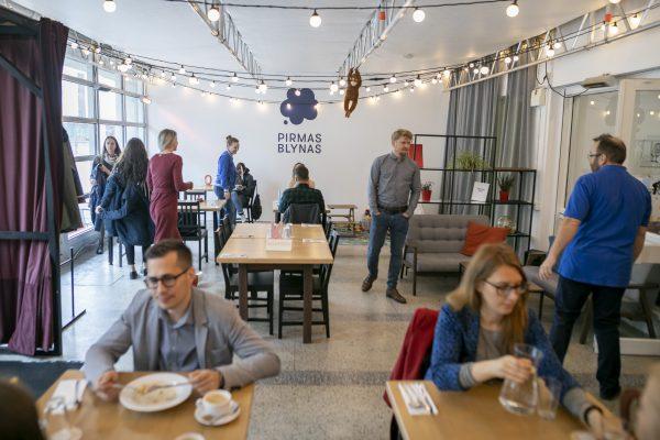 """Restorano """"Pirmas blynas"""" socialinė misija sulaukė sostinės savivaldybės palaikymo"""