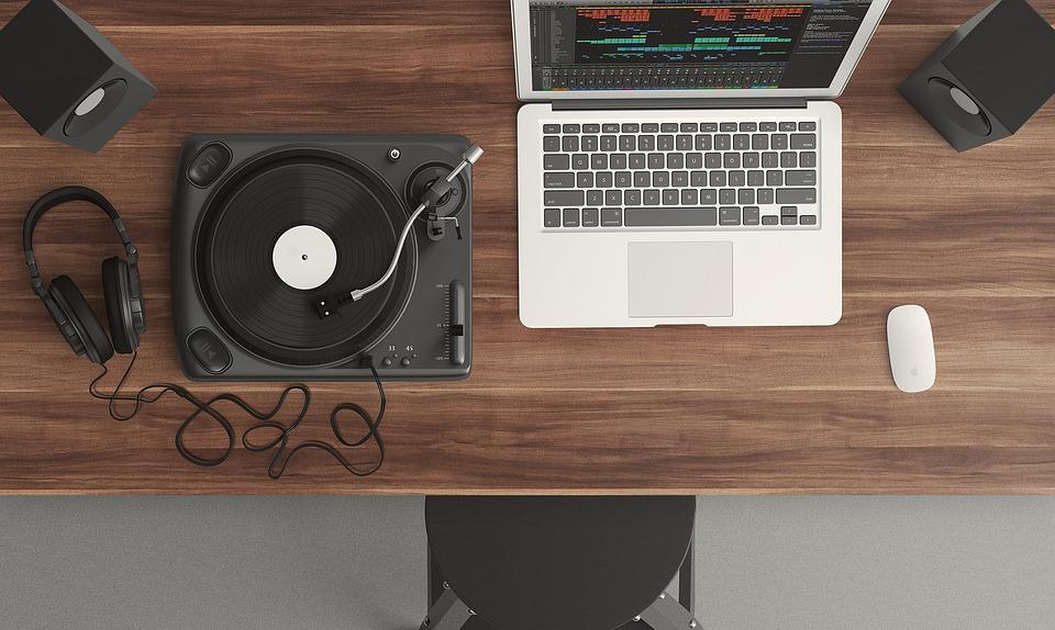 dirbti iš namų muzikos