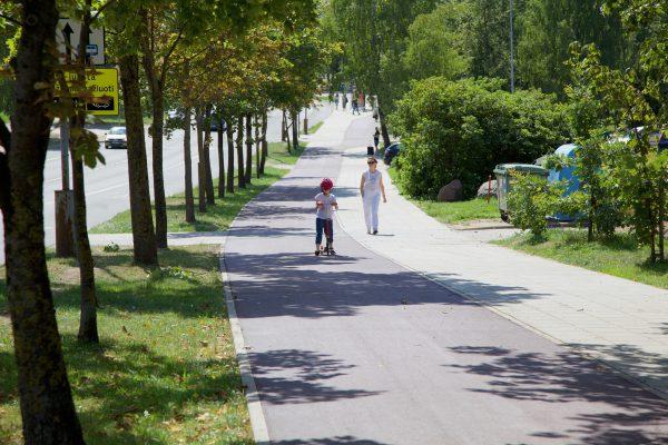 Šeškinėje Gelvonų gatvėje nutiestas naujas dviračių ir pėsčiųjų takas