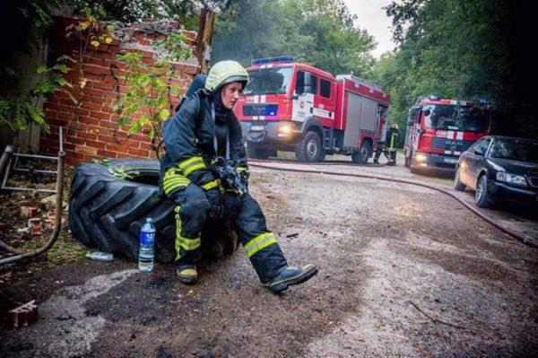"""Ugniagesės gelbėtojos profesiją pasirinkusi mergina: """"Kai esi pareigūnas, turi būti pavyzdys kitiems"""""""