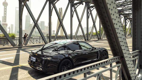 "Elektromobilis ""Porsche Taycan"" pristatomas pasauliui: aplankys tris žemynus per tris savaites"