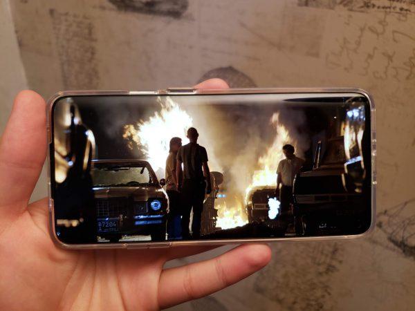 Telefonų ekranų kokybė kaip televizorių: 5 vaizdo įrašai jiems