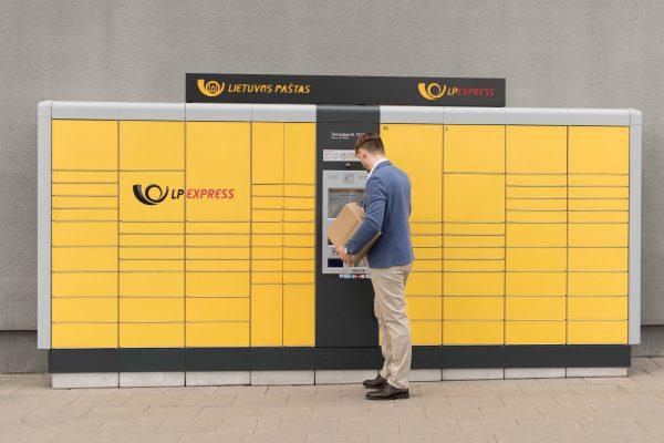 LP EXPRESS siuntų terminaluose galima atsiskaityti bekontaktėmis kortelėmis