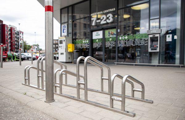 Apsipirkti – su dviračiu: IKI parduotuvės tapo dar draugiškesnės dviratininkams