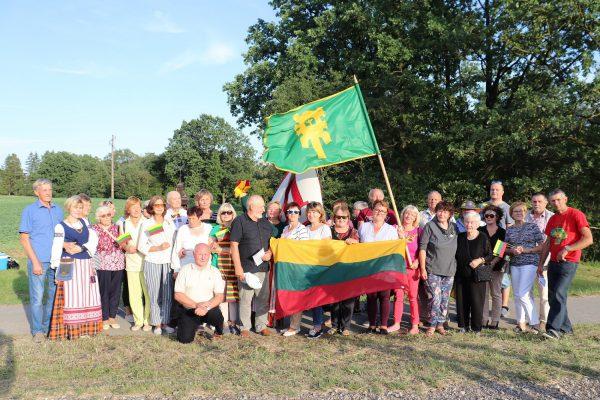 Baltijos kelio 30-metis: vienijanti kelionė prie rajonui skirto koplytstulpio Pasvalio rajone