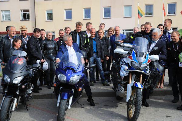 Gargžduose – griausmingas motociklų gausmas: į ralį išlydėtas būrys baikerių