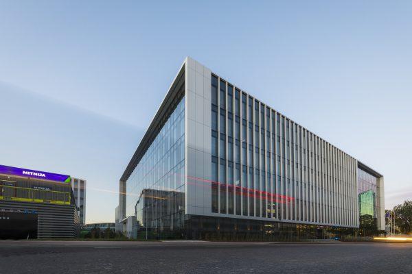 """""""M.M.M. projektai"""" simbolinės kapsulės įkasimu pažymėjo paskutinio statybos etapo pradžią biurų komplekse """"S7"""""""