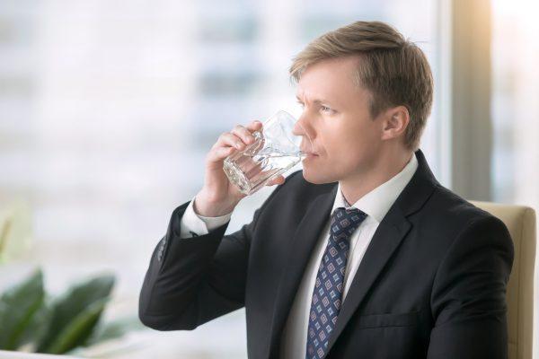 """Profesinės sveikatos specialistas: """"Geriant vandenį, užtenka laikytis vienos taisyklės"""""""