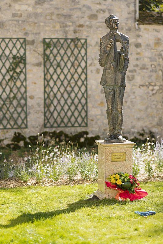 Prancūzijoje atidengta poeto ir diplomato Oskaro Milašiaus skulptūra