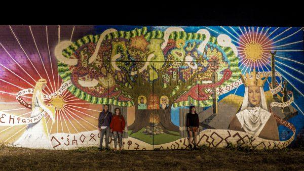 Ant apleisto sandėlio Melnragėje jaunieji menininkai įamžino pajūrio legendas