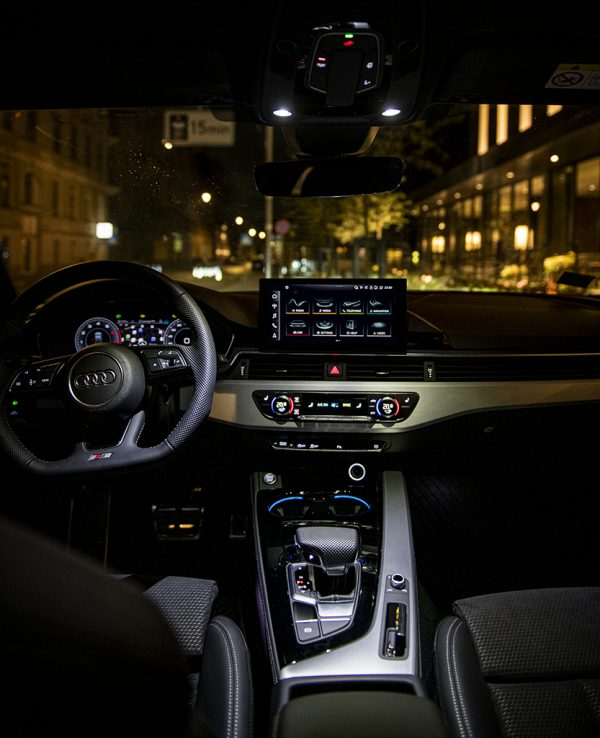 """Komforto, efektyvumo ir galios derinys """"Audi A4"""" atkeliavo į Lietuvą"""