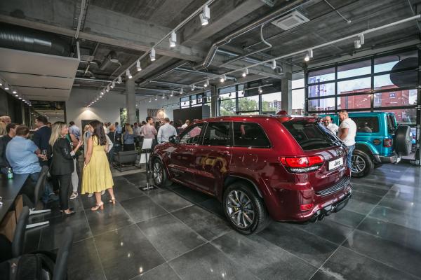 """Klaipėdoje atidaryta """"Autobrava Motors"""" atstovybė ir prabangių automobilių ekspozicija"""