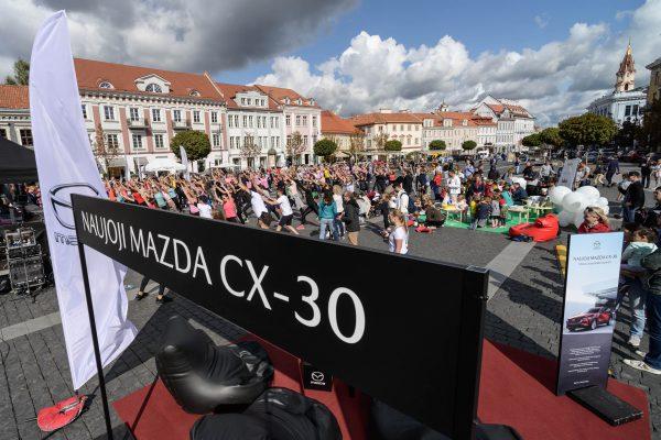 """Visiškai naujas kompaktiškas miesto visureigis """"Mazda CX-30"""" atvyko į Lietuvą: atgabeno harmoniją ir brandą"""