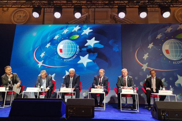 """Dvišaliuose susitikimuose su Latvijos, Lenkijos ir Vengrijos ministrais – dėmesys ES """"Mobilumo paketui"""" ir bendriems transporto projektams"""