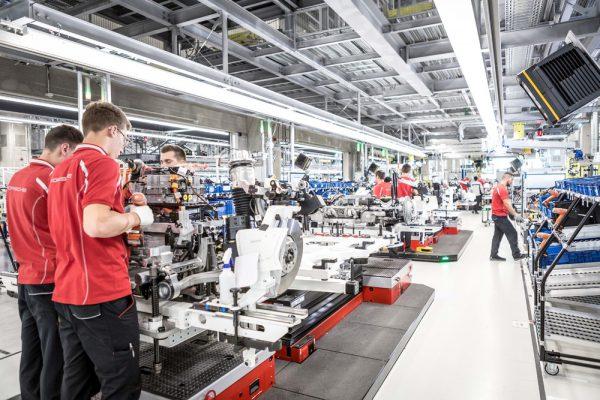 """Dar vienas naujas skyrius """"Porsche"""" istorijoje – atidaryta """"Taycan"""" gamykla"""