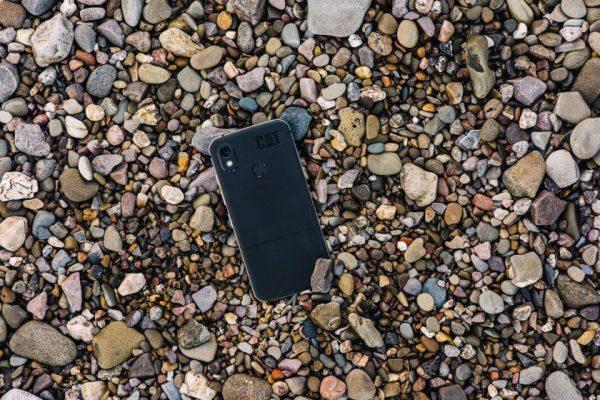 """""""Cat® Phones"""" pristato """"Cat S52"""" – ypatingai ploną patvarųjį telefoną"""