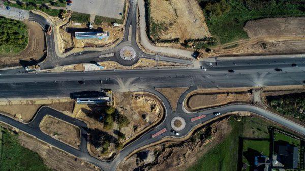 """Iš """"betoninio kelio"""" į modernų greitkelį – baigiama svarbaus Molėtų plento ruožo rekonstrukcija"""