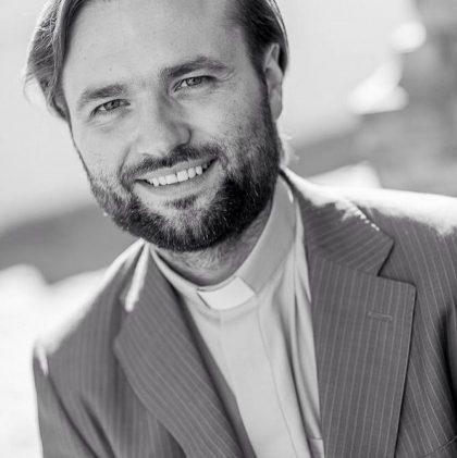 """Kunigas Algirdas Toliatas: negalintiems ateiti į bažnyčią – tiesioginės mišių transliacijos per """"Facebook"""""""