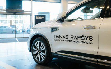 """Geriausiam Lietuvos sportininkui Danui Rapšiui įteiktas prabangusis SUV """"Renault Koleos"""""""