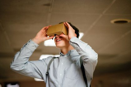 """Virtualios realybės akiniai """"Google Cardboard"""" – kodėl dabar tinkamiausias laikas juos išbandyti?"""