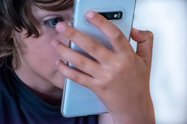 """Pamoka """"išmaniajai"""" kartai: kaip saugiai naudotis savo telefonu?"""