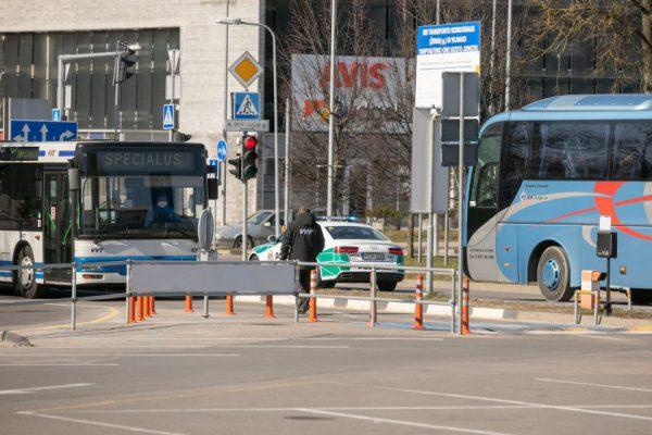 Vilnius išplėtė išimčių sąrašą, kas galės parvykę izoliuotis ne savivaldybės patalpose