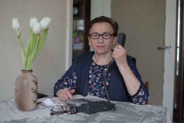 """Pagalba pokalbiais senjorams: Vilnius bendradarbiaus su """"Sidabrine linija"""""""