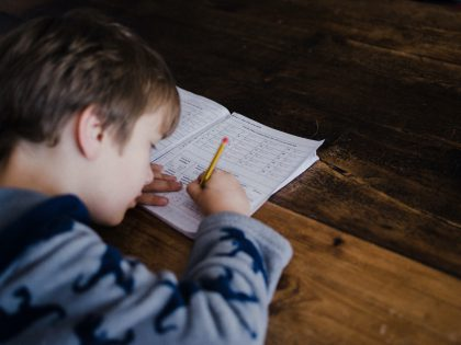 Psichologės patarimai tėvams: kaip mokant vaikus neprarasti kantrybės