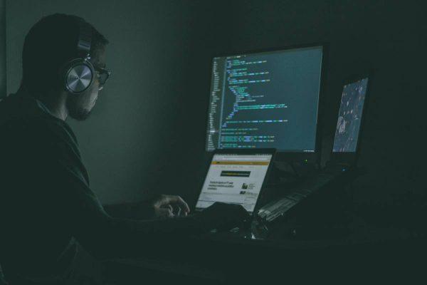 COVID–19 viruso pavojai internete