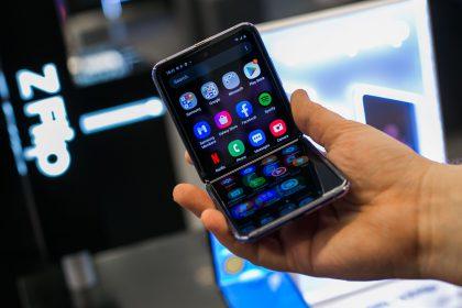 Tobulėjantys išmaniųjų telefonų ekranai: nuo trijų eilučių teksto, iki lankstomo stiklo