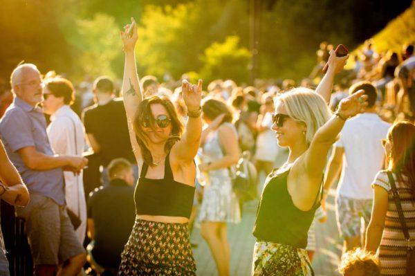Paupyje surengtas Leono Somovo koncertas po atviru dangumi: susirinko per 1000 vilniečių