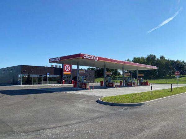 """""""Circle K"""" plečia tinklą: atidarė 2,8 mln. eurų vertės degalinę Kryžkalnyje"""