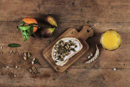 Tarp pamėgtų tradicinių duonos pasirinkimų: naujoji kvietinė duona su kefyru ir morkomis