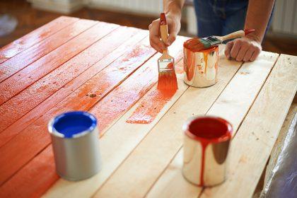 Dažai medžiui: kaip tinkamai dažyti medieną