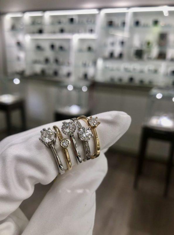 Brangakmenių revoliucija: kada natūralius deimantus pakeis dirbtiniai?